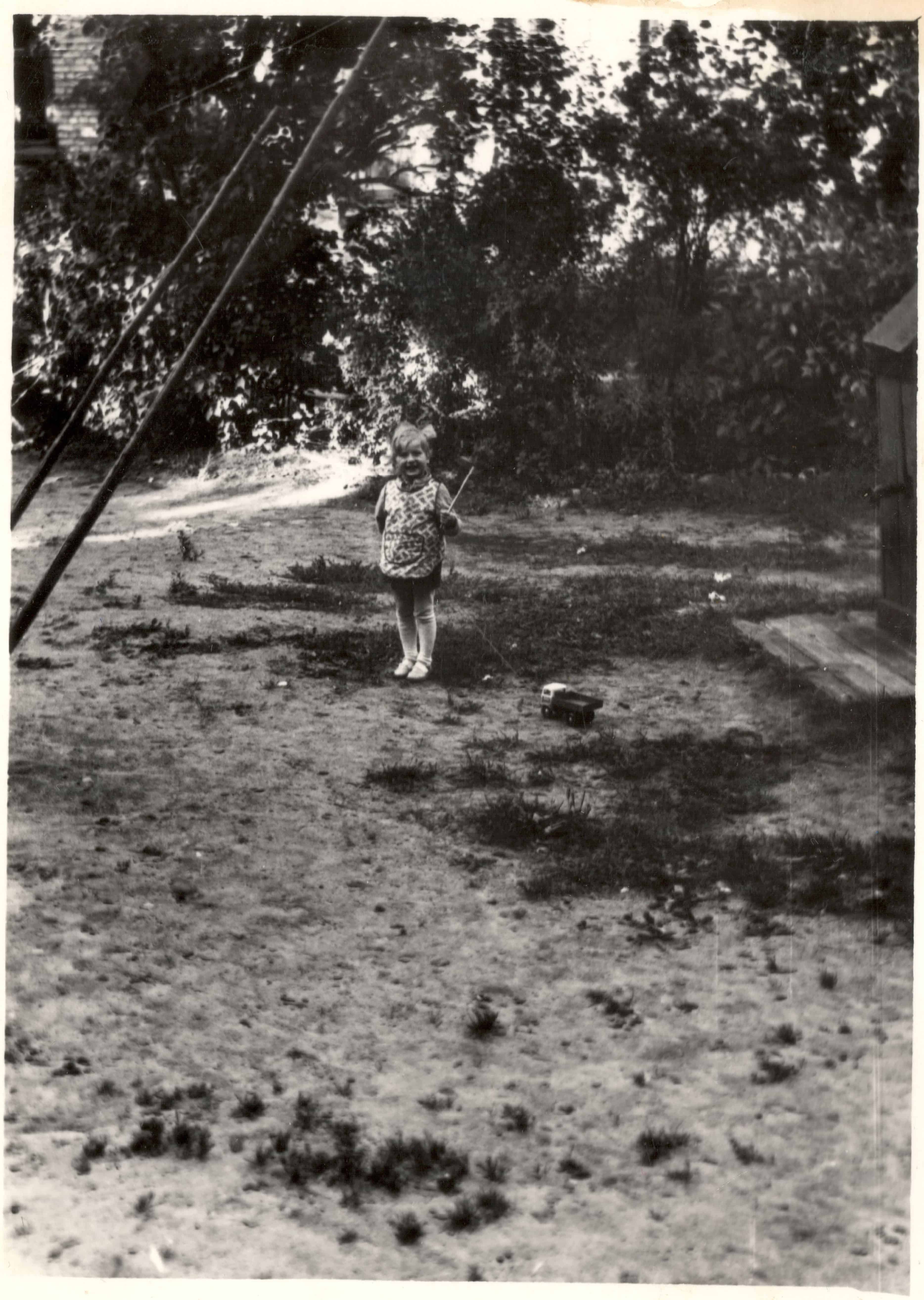 Sandra Martinsone in the yard of Olive street 5 -